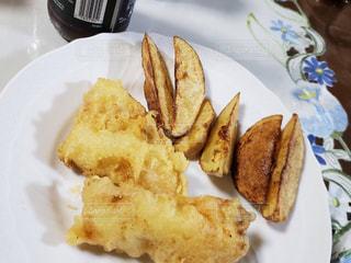 フォークで食べ物の皿の写真・画像素材[1789977]