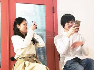 男と女が部屋に立っての写真・画像素材[1817521]