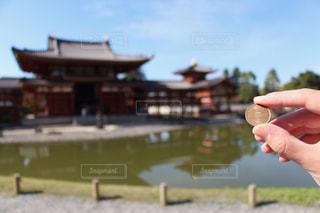 10円玉と平等院鳳凰堂の写真・画像素材[884068]