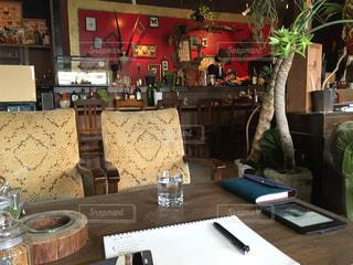 植物カフェでのひとときの写真・画像素材[879325]