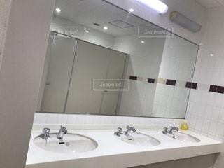 トイレの洗面台の写真・画像素材[900487]