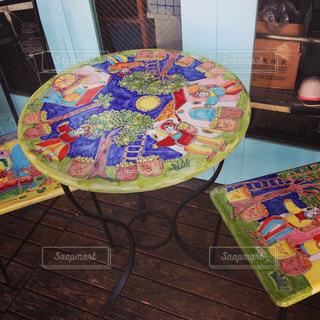 オシャレなテーブルとイスの写真・画像素材[877078]