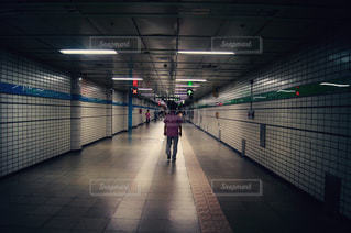 地下鉄通路の写真・画像素材[875825]