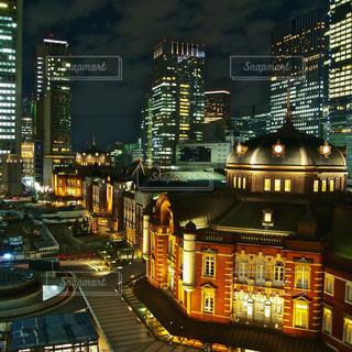 夜の東京駅の写真・画像素材[875907]