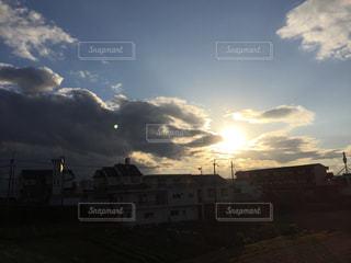 空には雲のグループの写真・画像素材[877768]