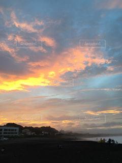 空には雲のグループの写真・画像素材[876908]