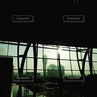 朝の空港の写真・画像素材[877067]