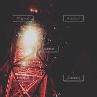 夜のライトアップされた観覧車の写真・画像素材[877068]