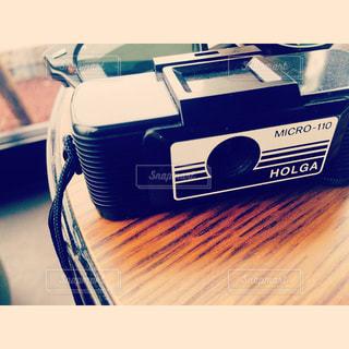 テーブルの上のカメラ - No.877071