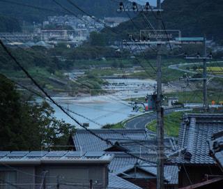 水の体の上の橋の写真・画像素材[900690]