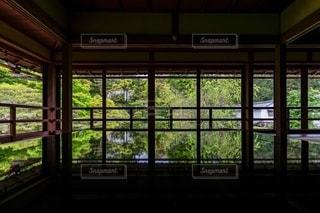 窓の写真・画像素材[2485795]