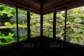 旧竹林院のリフレクションの写真・画像素材[2485796]