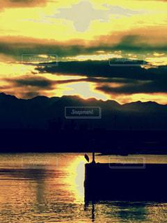 朝焼けの港の写真・画像素材[904476]
