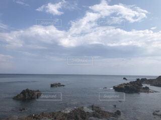 海の岩場の写真・画像素材[4873963]