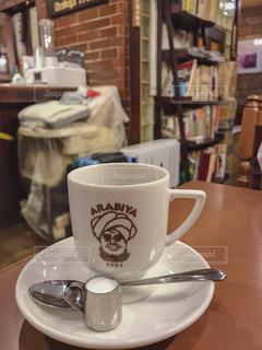 テーブルの上のコーヒー カップの写真・画像素材[1767169]
