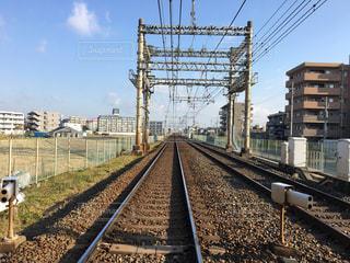 長い直線の線路の写真・画像素材[891662]