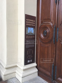 教会の木製ドアの写真・画像素材[908694]