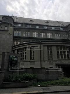 大きな白い建物の写真・画像素材[909082]