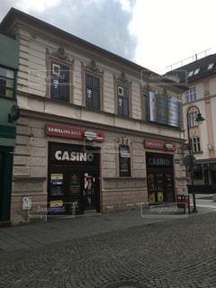 れんが造りの建物にあるカジノ店の写真・画像素材[910698]