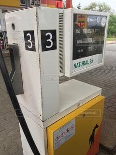 チェコ、オロモウツのガソリンスタンドの写真・画像素材[912332]