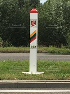 道の端にサイン 国境の写真・画像素材[914531]