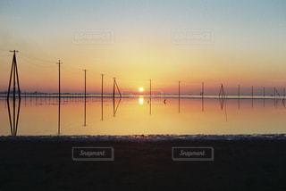 沈む太陽の写真・画像素材[883049]