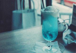 青いメロンソーダの写真・画像素材[1054006]