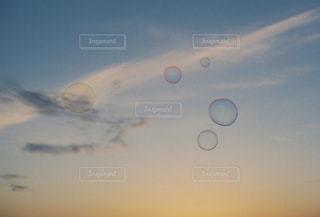 シャボン玉の写真・画像素材[2122725]