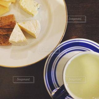 チーズとジンジャーティーの写真・画像素材[893896]