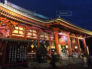 浅草寺のライトアップの写真・画像素材[880975]
