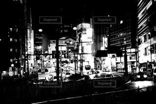 モノクロの新宿の写真・画像素材[880874]
