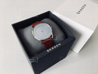 テーブルの上の腕時計の写真・画像素材[900340]