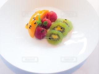 皿の上のフルーツの写真・画像素材[882797]