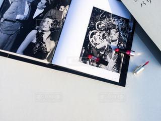 写真集と口紅の写真・画像素材[882988]
