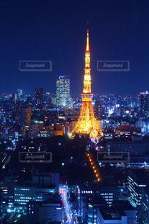 夜の東京タワーの眺めの写真・画像素材[2716337]