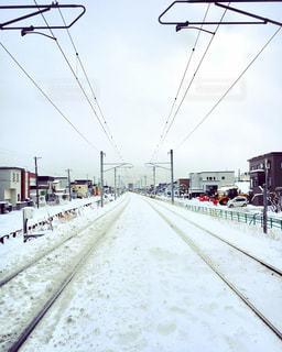 雪に覆われた踏切 - No.881854
