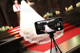 iPhone越しの結婚式2の写真・画像素材[1154671]