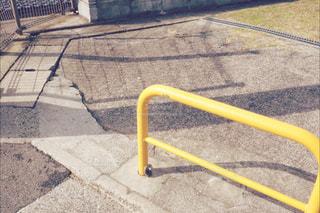 黄色い車止めの写真・画像素材[909182]