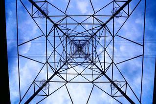 幾何学模様のタワーの写真・画像素材[882228]