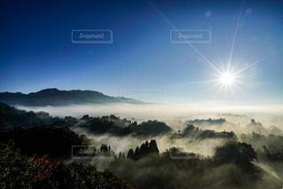 雲海を照らす太陽の写真・画像素材[882427]
