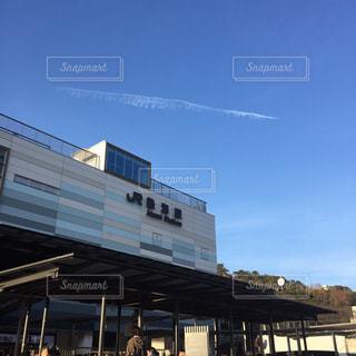 熱海駅と青空の写真・画像素材[948946]