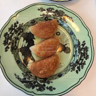 中華なかわいい皿と中華料理(揚げ餃子)の写真・画像素材[1074447]