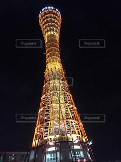 ライトアップされたポートタワーの写真・画像素材[883106]