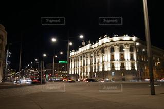 ウィーン の街並み夜景の写真・画像素材[883828]