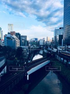 都市の川に架かる橋 - No.903496