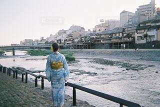 着物と川の写真・画像素材[884448]