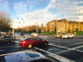 雨の街の写真・画像素材[884835]