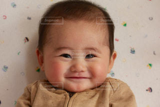 笑顔の赤ちゃんの写真・画像素材[887522]