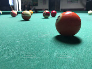 表の青いボールをトッピングの写真・画像素材[891482]