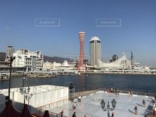 水の中の大型船の写真・画像素材[902080]